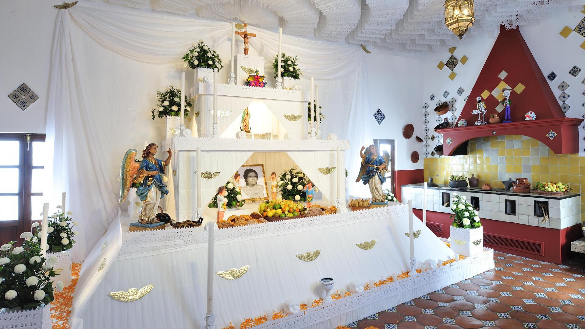 Altar de muertos del Museo Amparo. Visitarlo es una de las cosas que hacer durante el Día de Muertos en Puebla