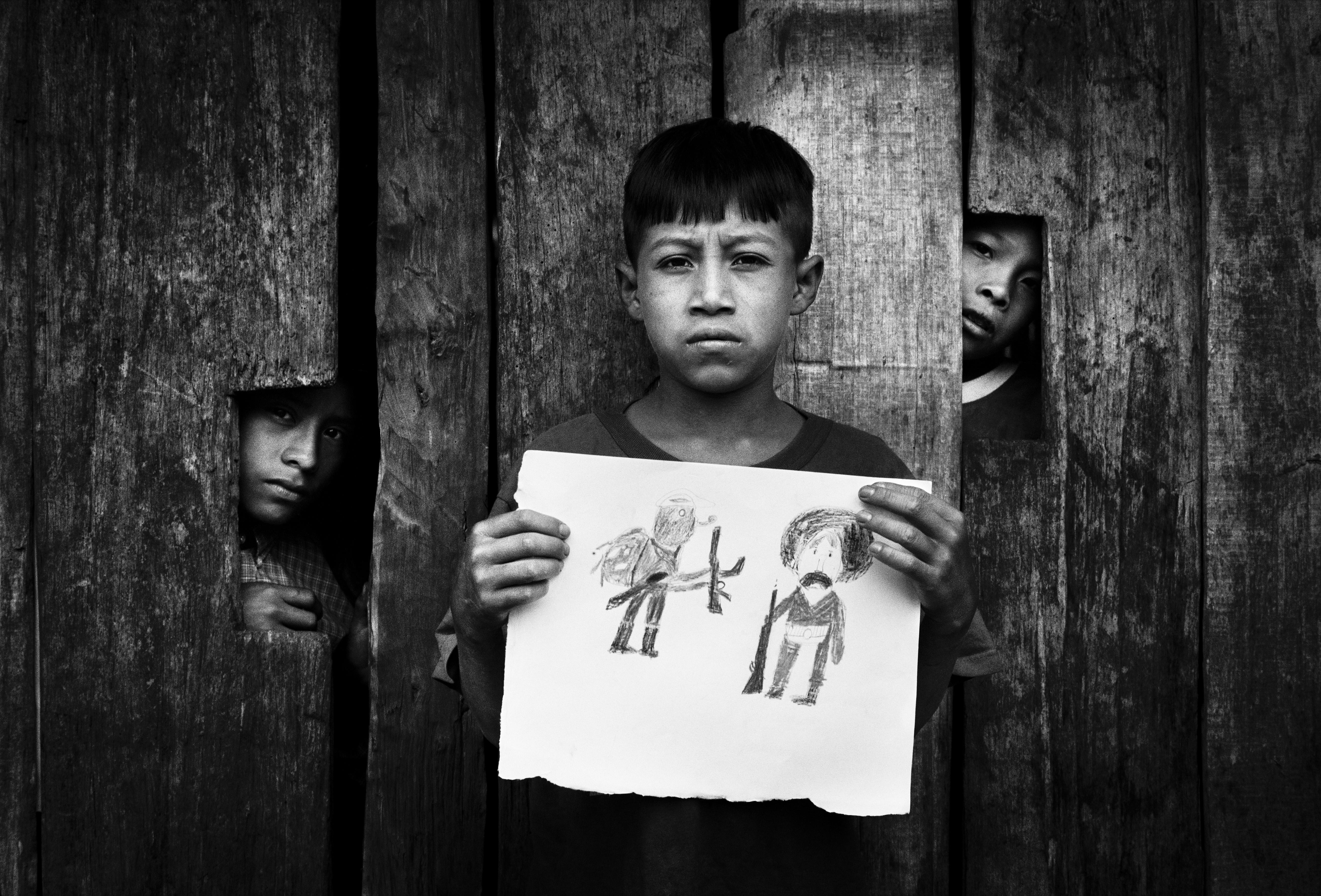 Ismael hizo un dibujo representando a Zapata y al Subcomandante Marcos. | Mat Jacob. Chiapas, insurrección zapatista en México, 1995-2013 | Museo Amparo, Puebla