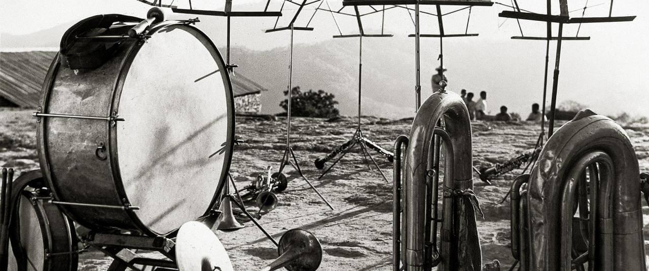 Instrumentos musicales en Tlahuitoltepec | El fotógrafo Juan Rulfo | Museo Amparo, Puebla