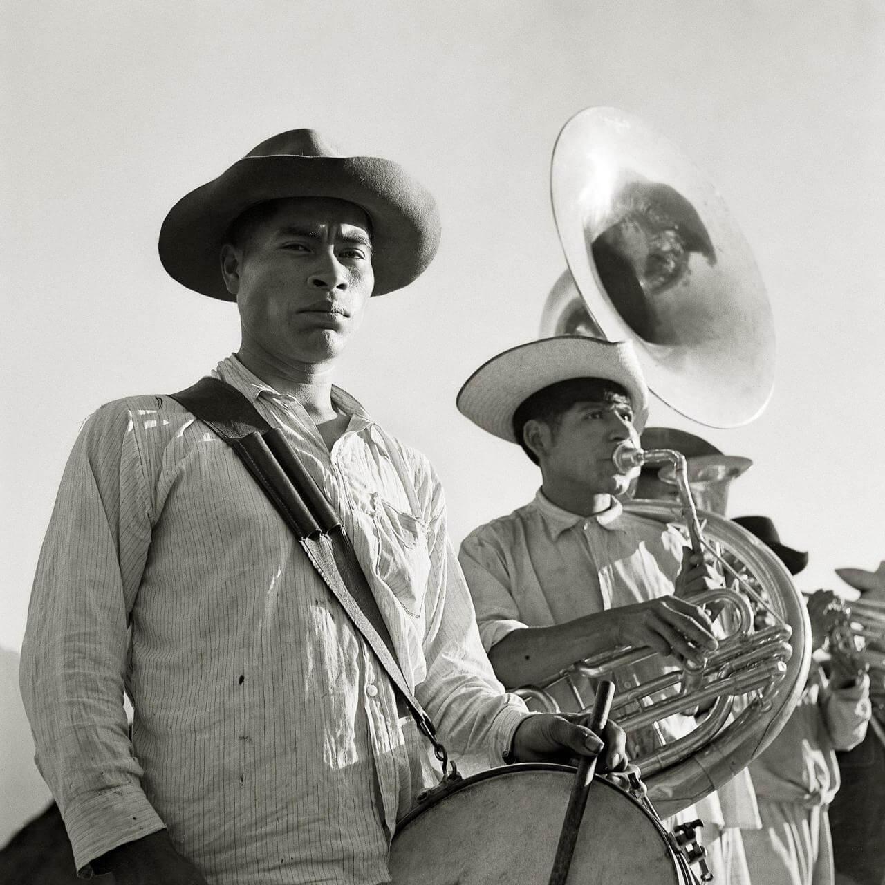 Músicos en Tlahuitoltepec | Juan Rulfo. El fotógrafo Juan Rulfo | Museo Amparo, Puebla