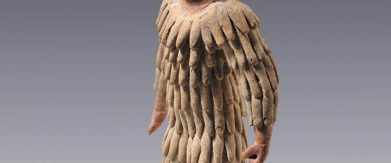 Hombre con atuendo de plumas | El México antiguo. Salas de Arte Prehispánico | Museo Amparo, Puebla