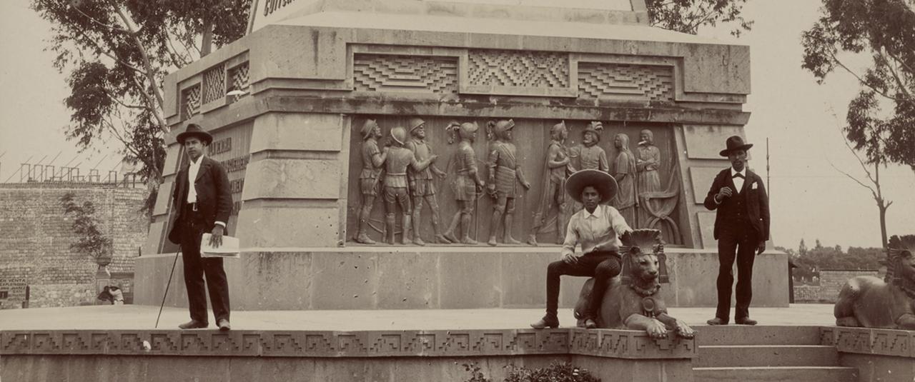Estatua de Cuauhtémoc, Ciudad de México | La metrópolis en América Latina, 1830-1930 | Museo Amparo, Puebla