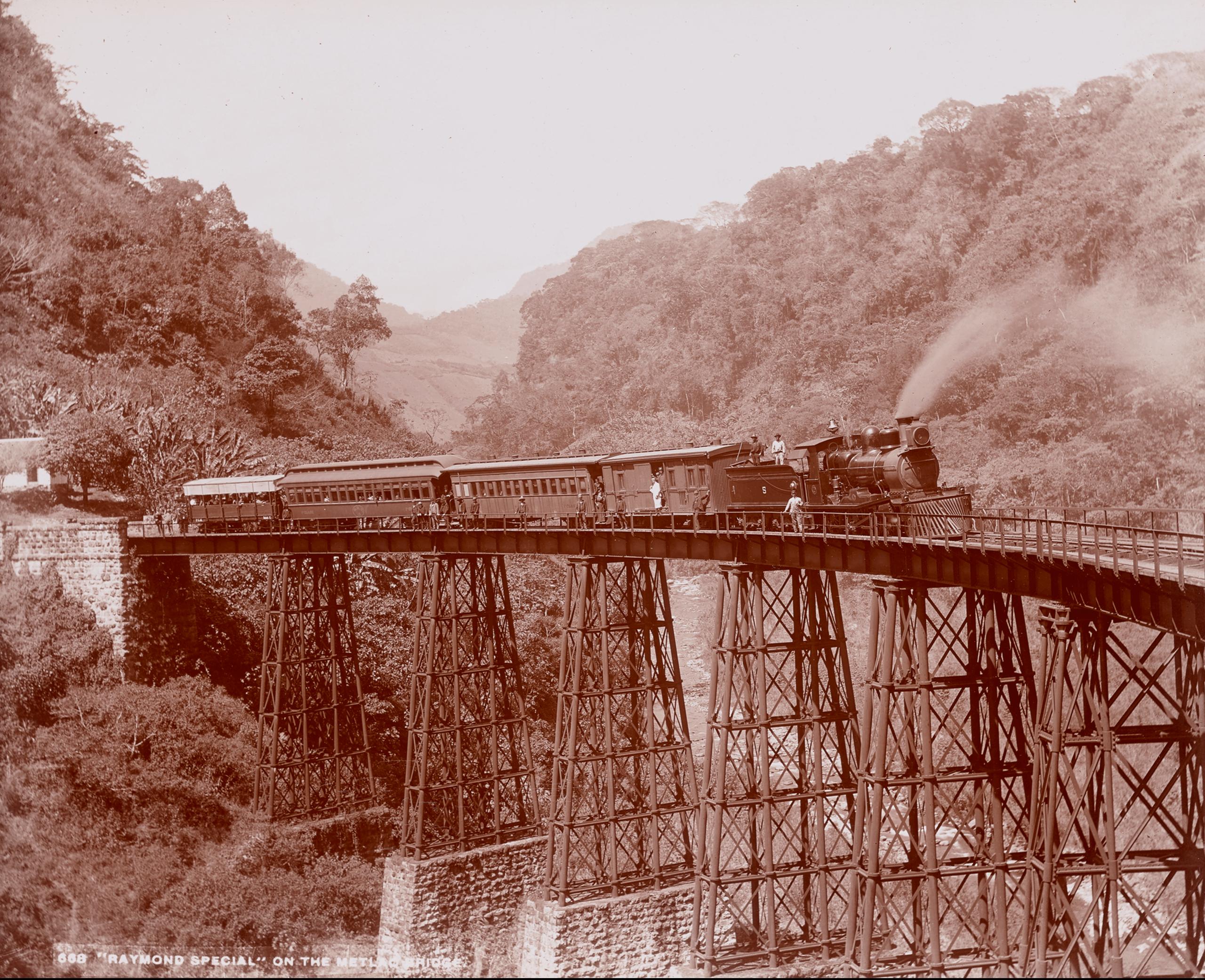 Raymond Special en el puente de Metlac | La metrópolis en América Latina, 1830-1930 | Museo Amparo, Puebla