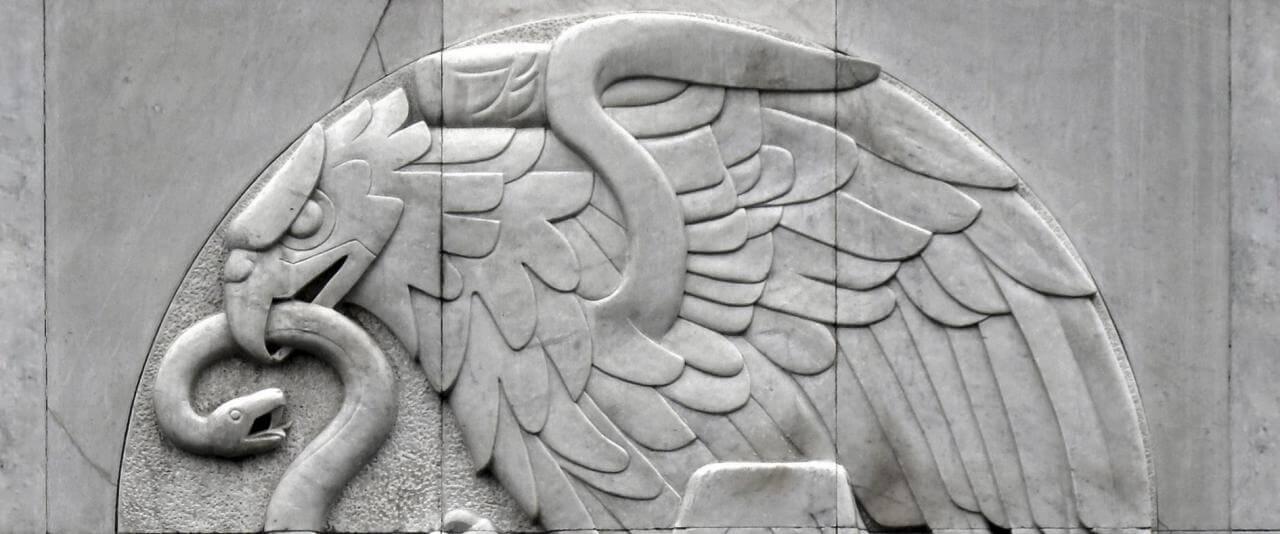 Desmantelamiento y reinstalación del escudo nacional | Tercerunquinto. Obra inconclusa | Museo Amparo, Puebla