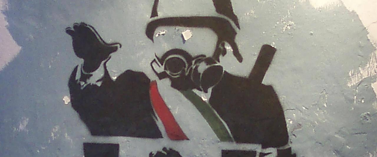 Fotografía de un sténcil de los conflictos en Oaxaca 2006 | La demanda inasumible. Imaginación social y autogestión gráfica en México, 1968-2018 | Museo Amparo, Puebla