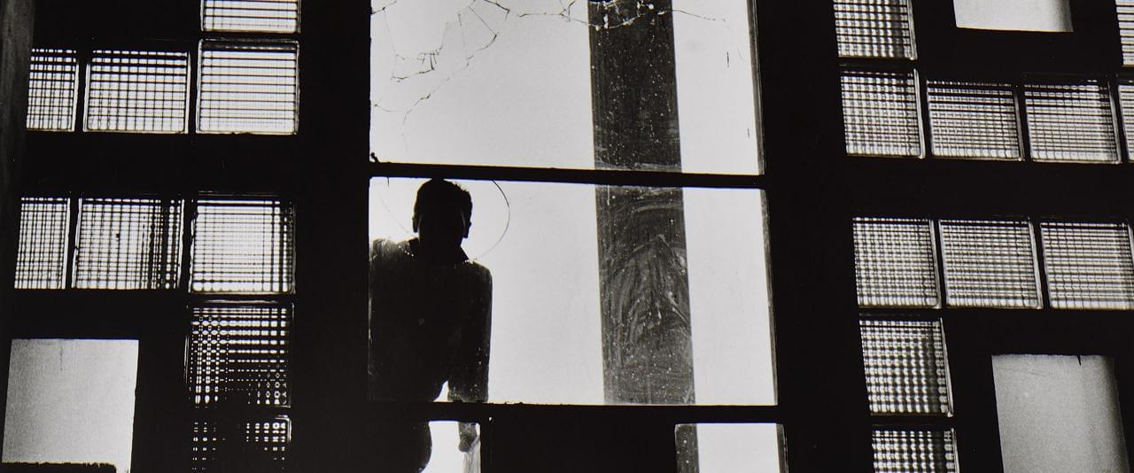 Del testimonio de 1958. Vidrios rotos   Rodrigo Moya. México   Museo Amparo, Puebla